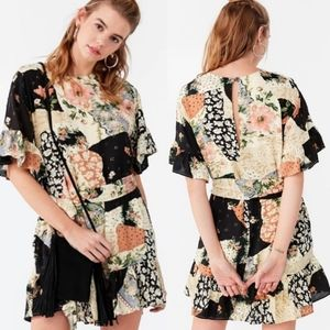 URBAN OUTFITTERS Suddenly Spring Floral Dress Medium